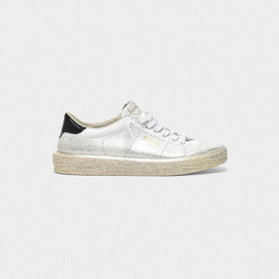 Tennis sneakers with shiny leather heel tab