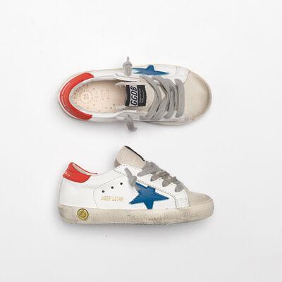 Sneakers Superstar con stella blu e talloncino rosso