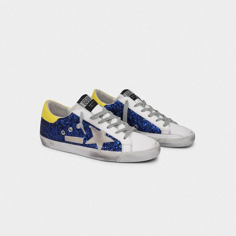 Golden Goose - Sneakers Superstar con glitter blu e talloncino giallo in  image number null