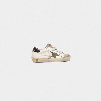 Sneakers Superstar stella verde militare e talloncino nero