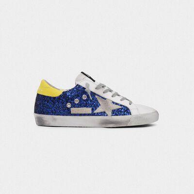 Sneakers Superstar con glitter blu e talloncino giallo