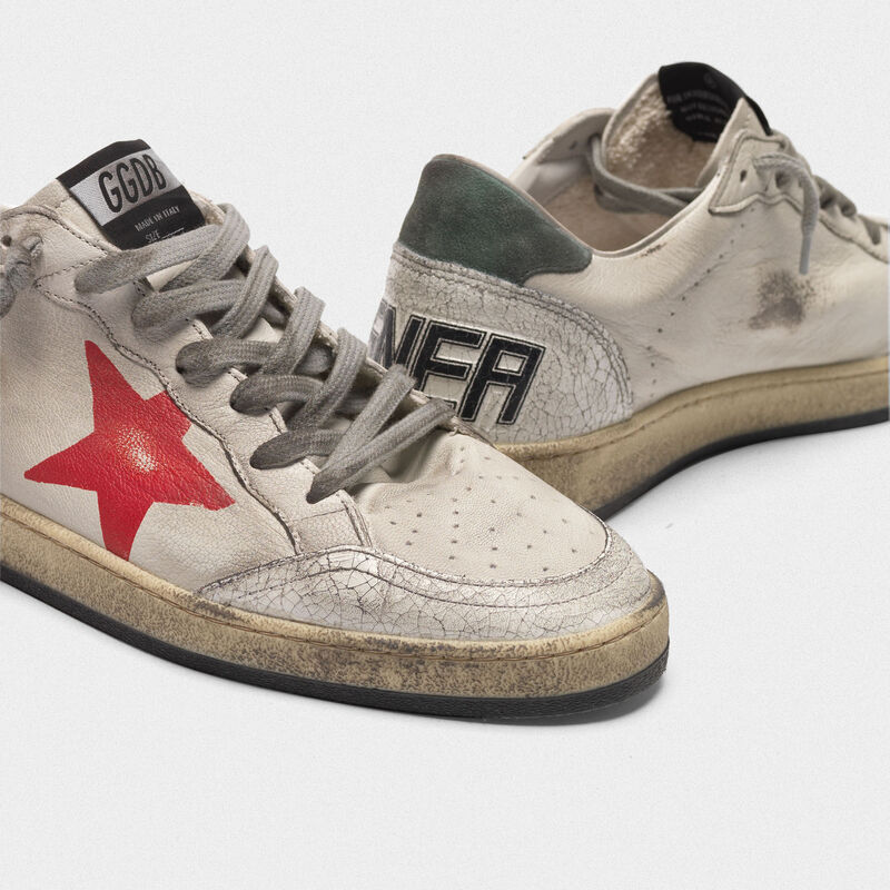 Golden Goose - Sneakers Ball Star in pelle cracklé con stella rossa dipinta a mano in  image number null