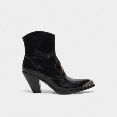 Nora ankle boots in glossy leather with a gold star and metal plate