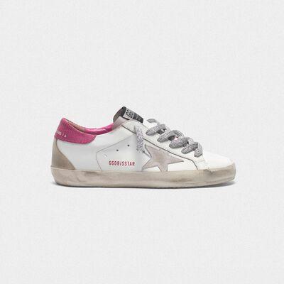 White superstar sneakers with fuchsia lizard-print heel tab