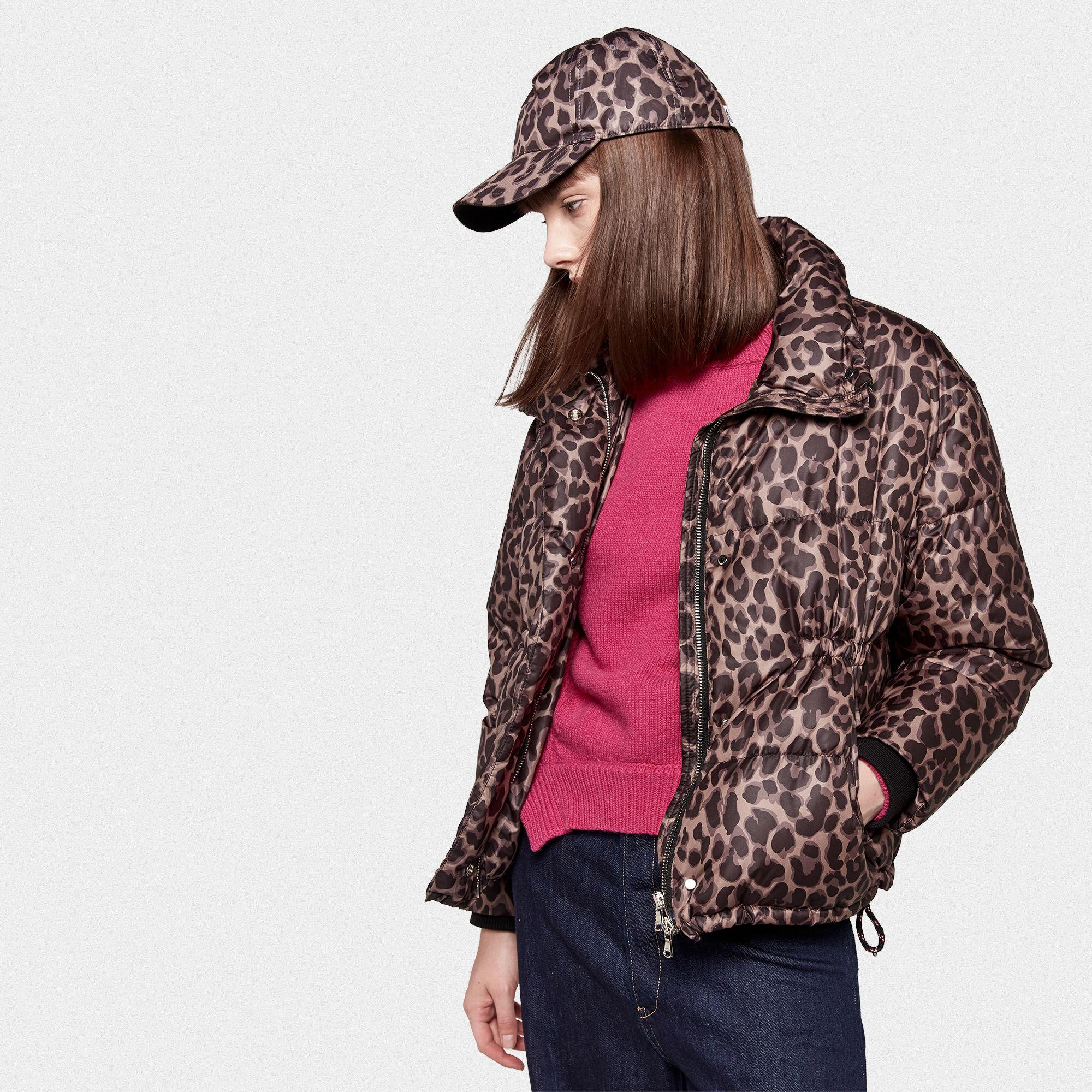 Daunenjacke Yuri mit Leoparden Print