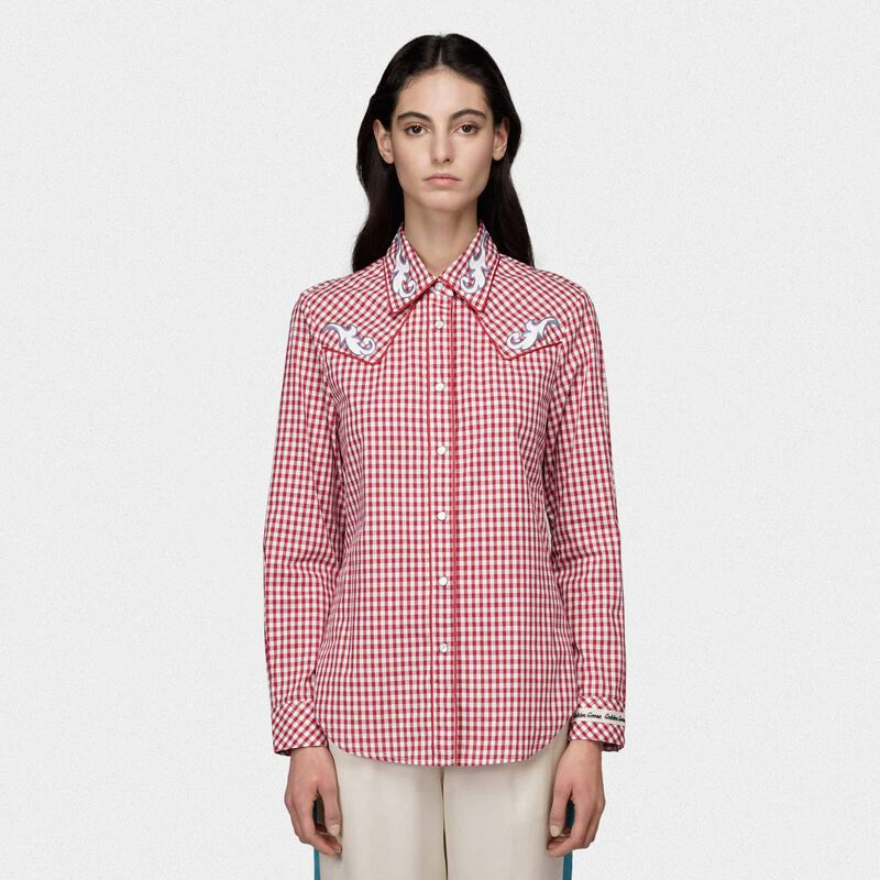 Golden Goose - Camicia Betty a quadretti bianchi e rossi con stampa pin-up in  image number null